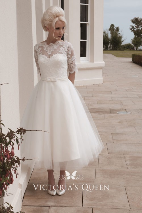 Lace Vintage Wedding Dress.Beautiful Ivory Lace Illusion Elbow Sleeve Tea Length Tulle Vintage Wedding Dress